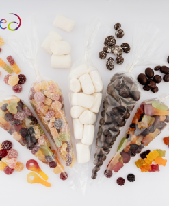 Vegan snoep pakket met 5 zakjes met verschillende producten. met snoep, chocolade en marshmellows.